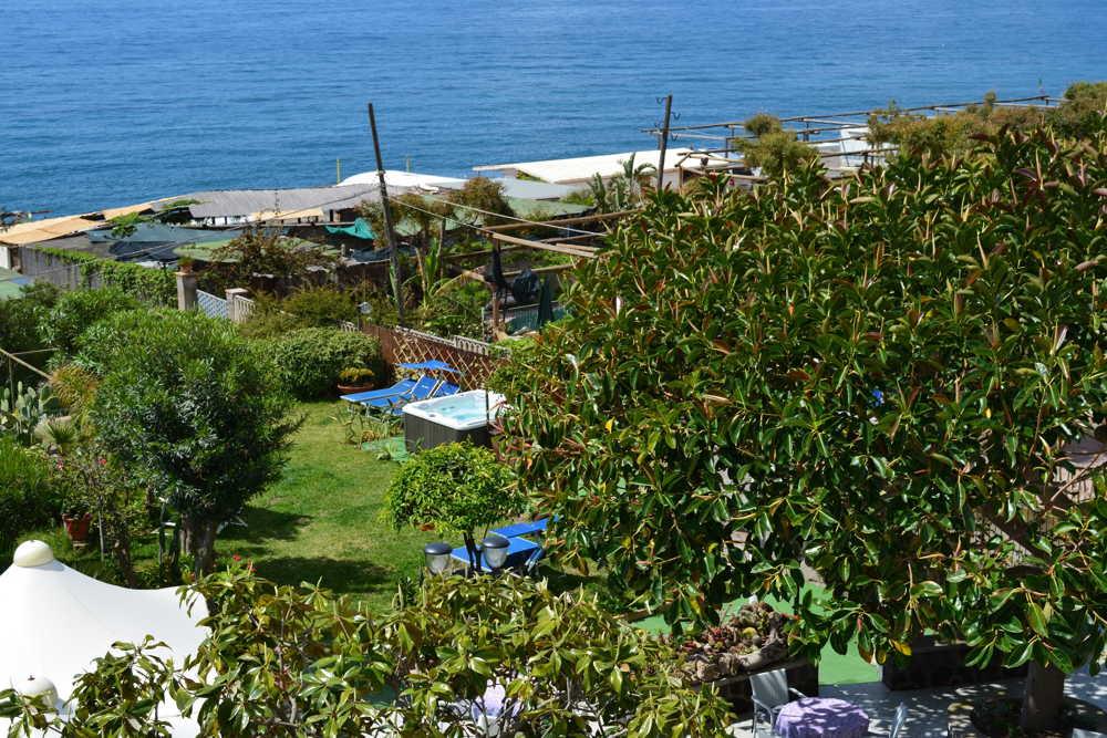 Piscina dell'hotel Maronti dall'alto